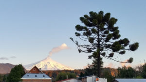La Ville est dominée par le Volcan